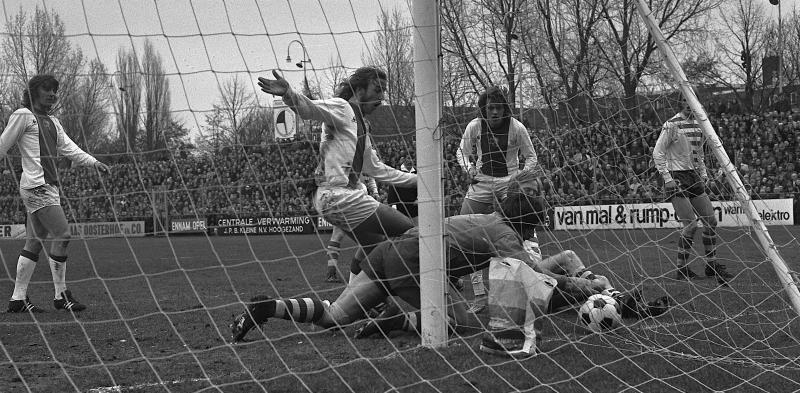 FC_Groningen_tegen_Ajax_0-2 _Neeskens _Haan_en_doelman_Notstrom _Bestanddeelnr_926-2732